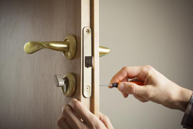 cerrajero instala tirador puerta reparar cerradura puerta 8119 1837